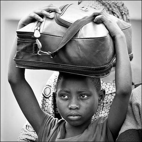 portrait canon square eyes rwanda hills occhi cisco soul suitcase ritratto colline valigia bienne 500x500 presenze nyungwe soulsound kibanza eos5dmarkii luluclittlesuitcase