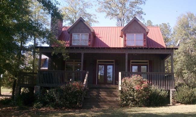 small 3 bedroom lake cabin with open and screened porch