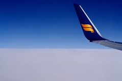 An Icelandair jet flying to Iceland