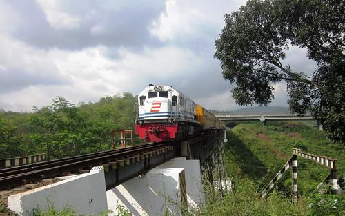 Serayu Jembatan Sasaksaat