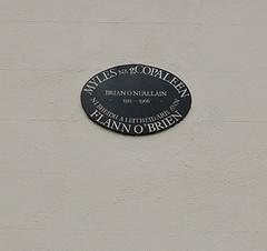 Photo of Brian O'Nolan black plaque