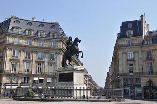 http://hojeconhecemos.blogspot.com/2012/07/do-place-des-victoires-paris-franca.html