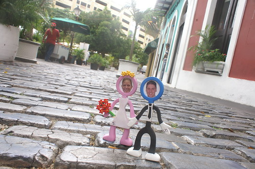 Cake topper on the streets of San Juan