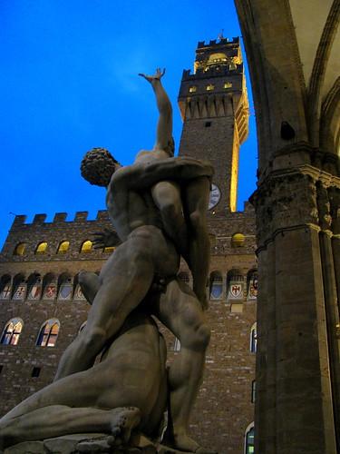 """""""El Rapto de las Sabinas"""" de Juan de Bolonia frente al Palazzo Vecchio by Miradas Compartidas"""