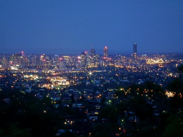 Sparkling Brisbane in the evening