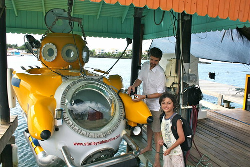 passenger submarine roatan honduras
