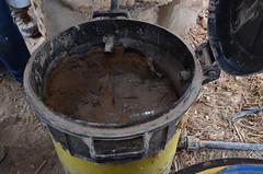 位於園區內的洗手槽,也將水洗手用水引入黏土桶內過濾後灌溉樹叢
