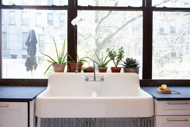 farm style kitchen sink