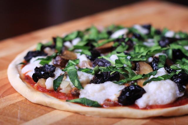 Fresh Vegan Mozzarella Pizza