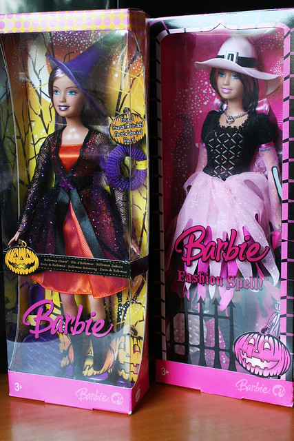 Barbie Halloween: 2006 (Halloween Charm) e 2008 (Fashion Spell)