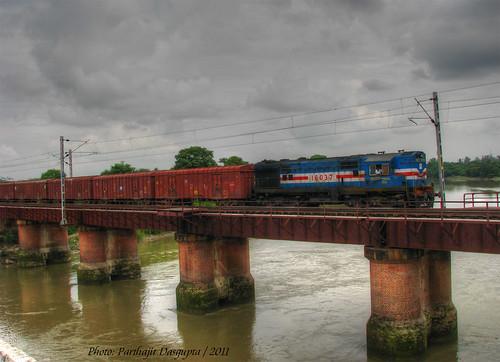 bridge river ir diesel locomotive freight indianrailways gomti bcna
