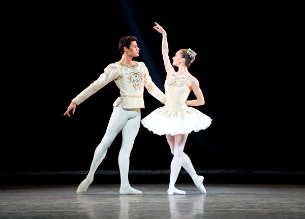 Thiago Soares and Marianela Nuñez in Jewels © Tristram Kenton/ROH 2011