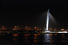 Prins Clausbrug bij nacht