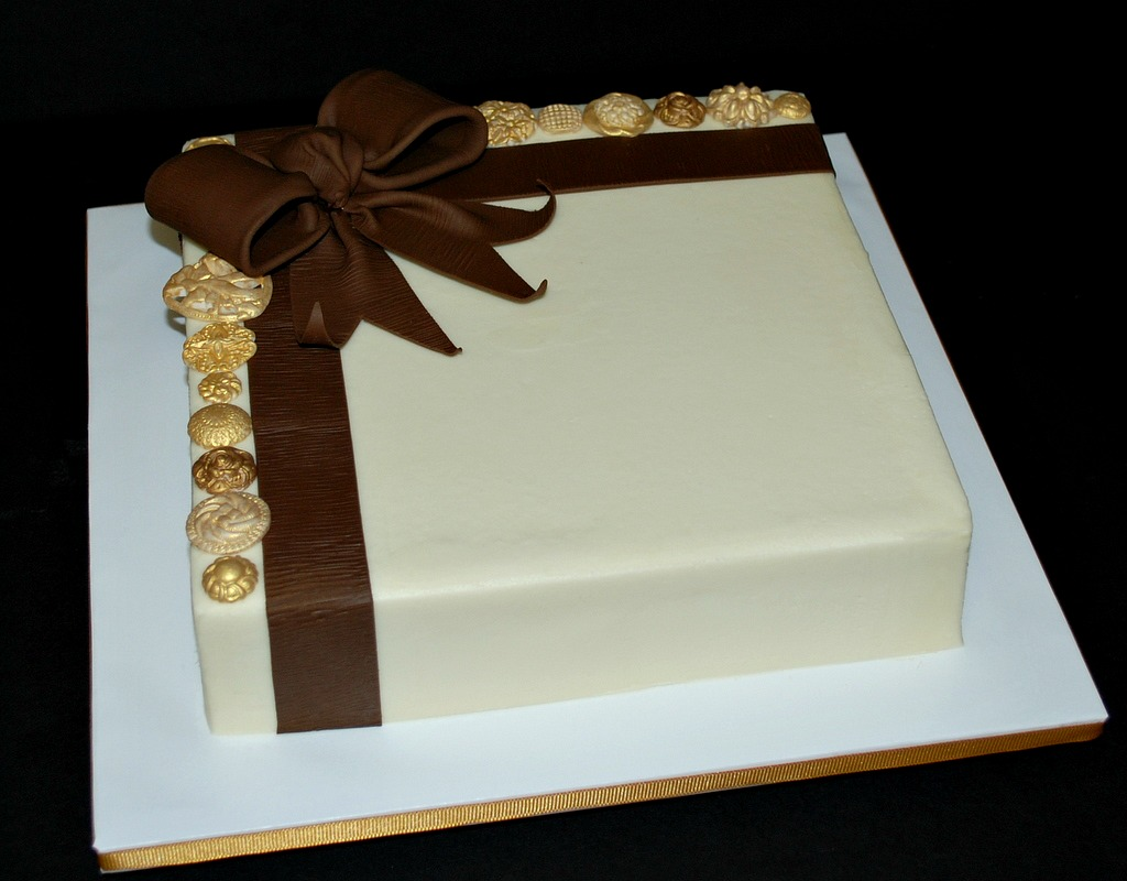Buttons Bow Anniversary Cake