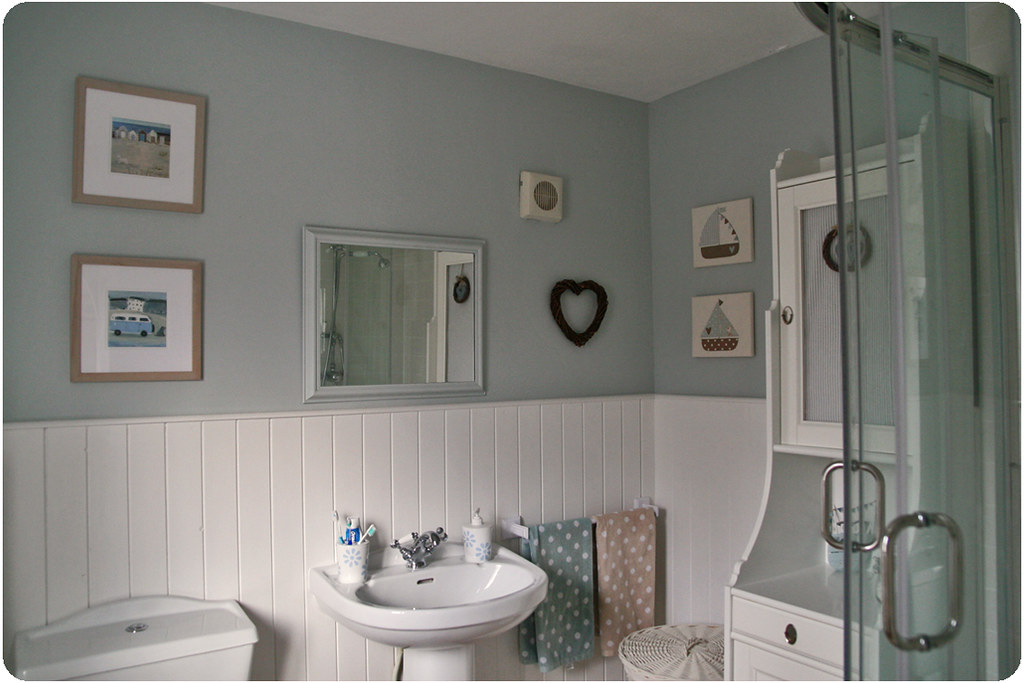 Modern Country Bathrooms: Best of Both Worlds