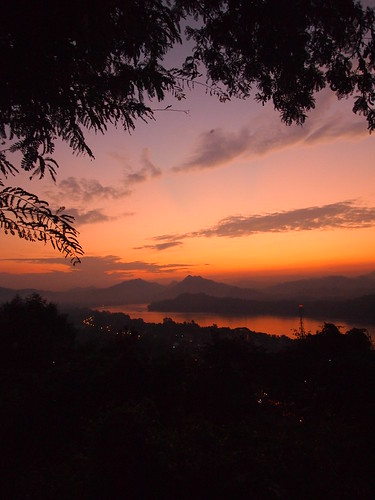 travel sunset digital pen lite hill olympus 夕陽 f18 laos zuiko 日落 45mm luangprabang 43 落日 晚霞 m43 老挝 phousi 自助旅行 phousihill phusi fourthird 琅勃拉邦 寮國 epl1 龍坡邦 microfourthird 普西山 普西