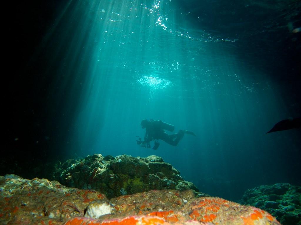 ダイバーinプチ洞窟