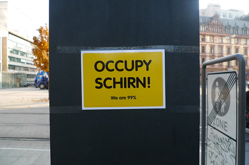 Occupy Schirn Postkarte am Willy Brandt Platz 2011