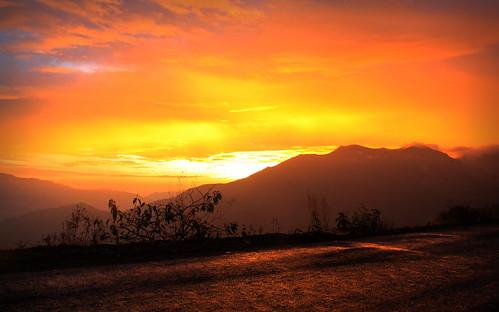 atardecer rojo paisaje colores perú sierra cielo nubes cerros cajamarca paleta colorido fabuloso morado encendido tonalidades celaje tehzeta melissathereliz