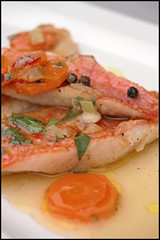 Filets de rouget, vinaigrette au citron vert et piment
