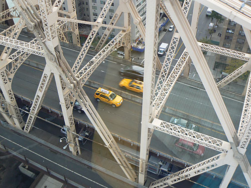taxis sur queensboro bridge.jpg