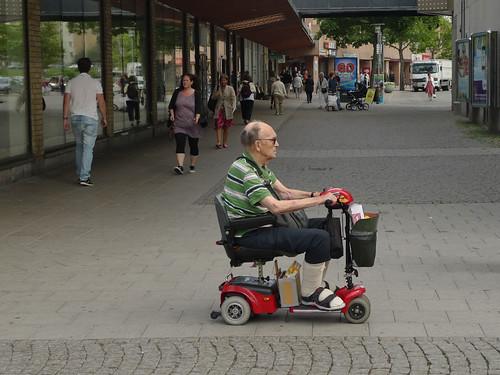 Röd bil/moppe/åk 2
