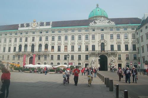 Die Hofburg von Wien von der Ringstrasse aus gesehen.
