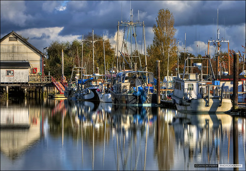 autumn reflections boats hdr steveston garrypointpark scotchpond