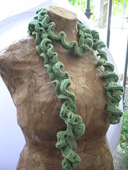 Ruffly spiral scarf in green