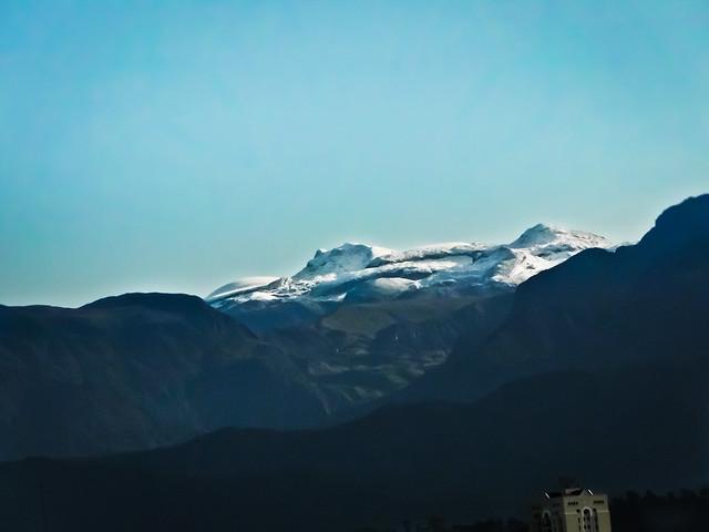 Imagen del Nevado de Santa Isabel visto desde la ciudad