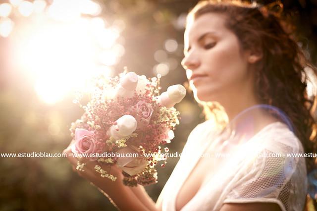 Anastasia. Bouquet para Novias Bogotá. Rosas y Malvaviscos