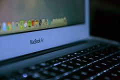 MacBook Air(Mid 2013)をレビューする女子が超ハイパーカワイイ神戸のプロボウラーだった!