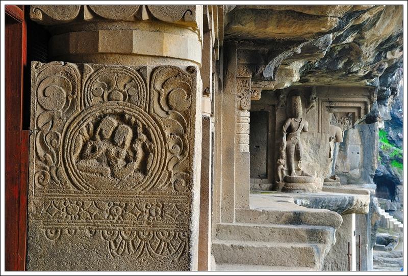 1 石柱上的雕刻