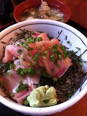 今日のランチはぶりとろ丼。¥980 #lunch RT @tomoth: 鷹丸鮮 魚店にタッチ! http://t.co/Rezi9ReQ