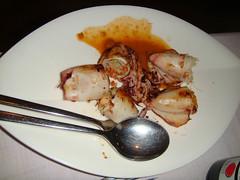 Chipiriones rellenos de tallarines de arroz y gambas con salsa de lemon grass