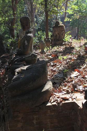 20120121_2292_statues