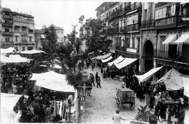 Zocodover un día de mercado del Martes a principios del siglo XX. Foto Rodríguez
