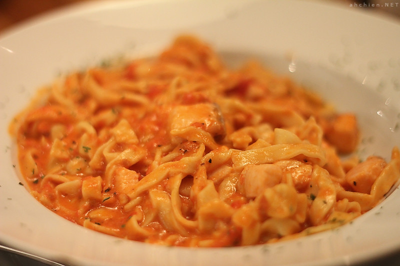 F5 - Fettuccine with Smoked Salmon in Tomato Cream Sauce ♥
