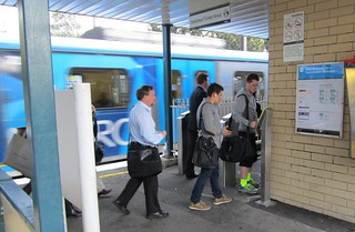 Still only one Myki reader on the main platform at Mckinnon