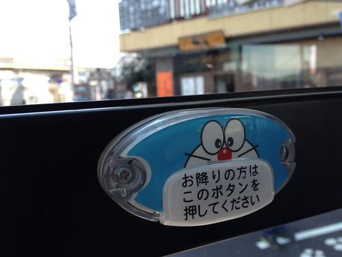 バス ドラえもん ボタン