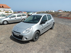 automobile(1.0), renault clio renault sport(1.0), family car(1.0), vehicle(1.0), subcompact car(1.0), hot hatch(1.0), land vehicle(1.0), hatchback(1.0),