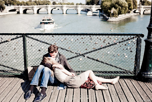 Pont des Arts kiss Yanidel