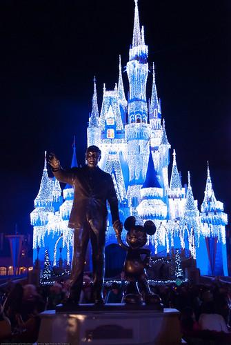 Walt Statue at Magic Kingdom