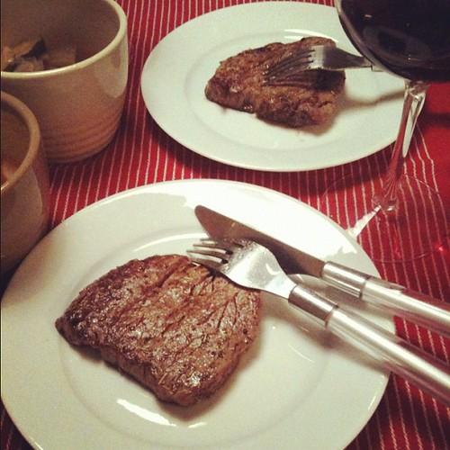 薄酒萊新酒問巿的今天,吃法國牛菲力佐牛骨蔬菜湯來慶祝