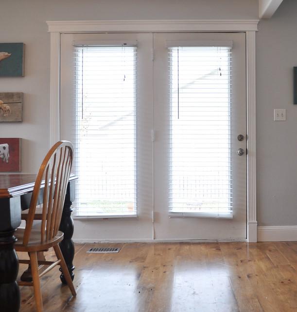 Side door with moulding