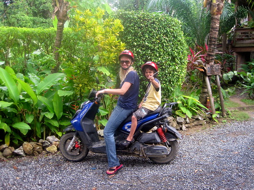 family scooter rental roatan honduras