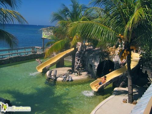 Review of an Exclusive Caribbean Mansion Resort in Honduras - kid friendly pool
