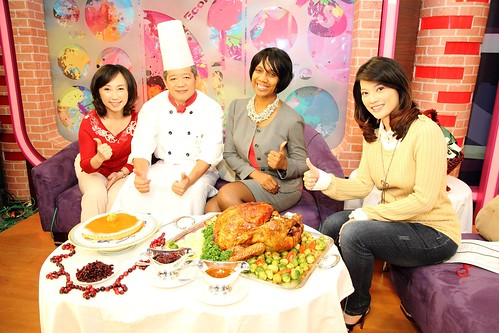 "(From left to right) Daisy Hong of Ocean Spray, Chef C.K. Chen of Taipei's Sherwood Hotel, Valerie Brown of USDA's Agricultural Trade Office in Taipei, and Joyce Hong, who hosts the China TV program ""King of the Happy Life,"" showcase American Thanksgiving favorites on an episode of the popular TV show, which airs in Taiwan this week. Photo by A. Jay, Chun-Li Integrated Marketing and Communications Co., Ltd"
