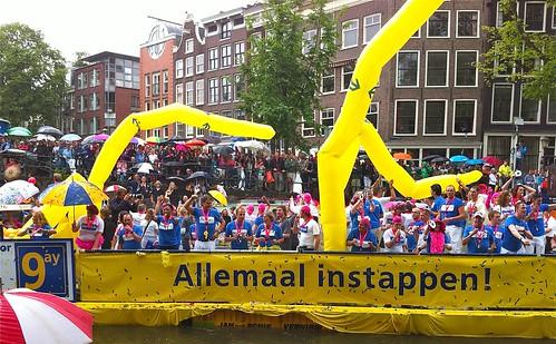 Gay Pride Amsterdam - geen hetero's met hiv - aids