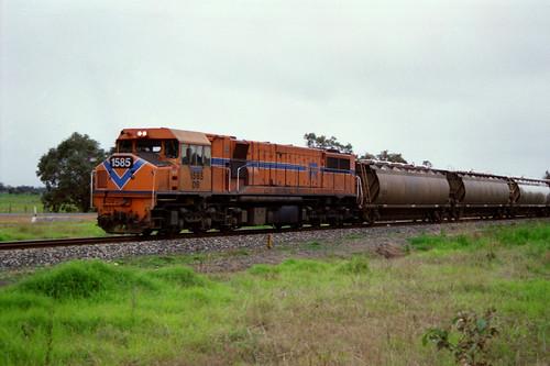 DB 1585